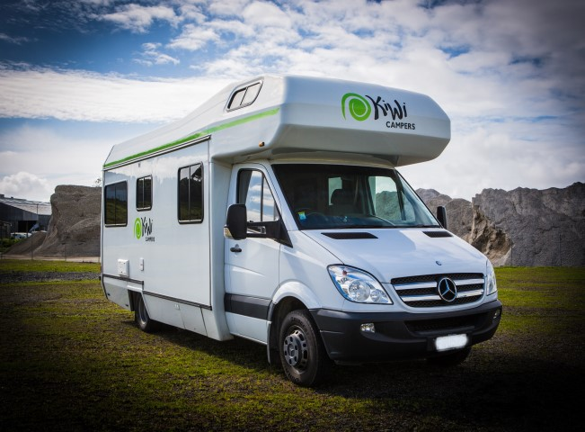 Kiwi Deluxe 6 Berth camper